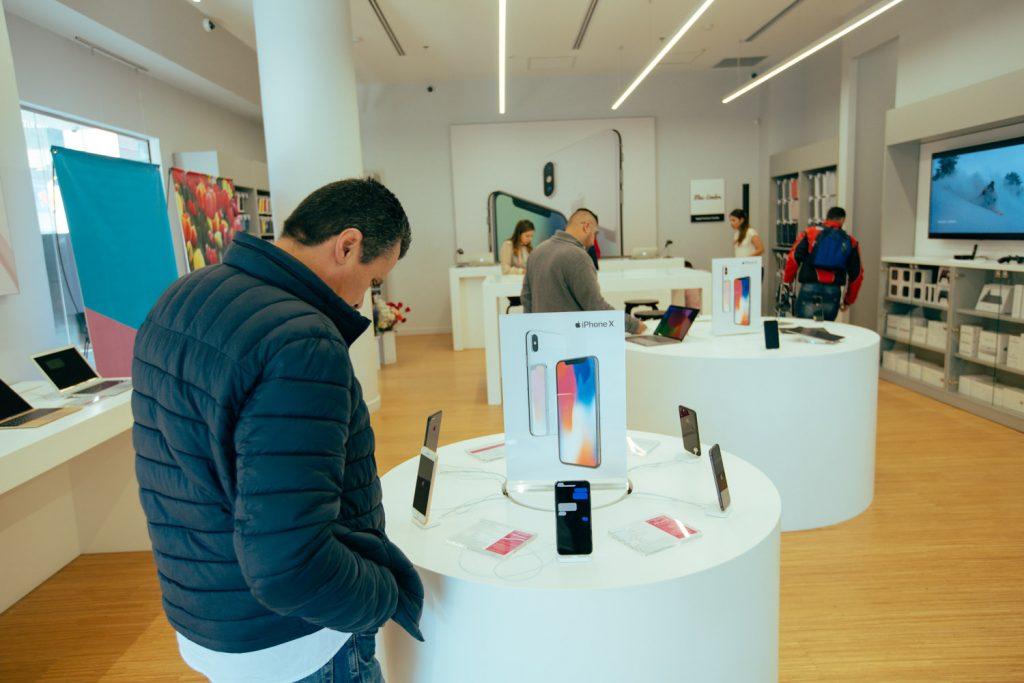Foto de Aprovecha en financiar tu iPhone 11 sin tanto papeleo en un Mac Center