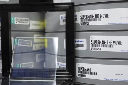 Foto de Microsoft logra almacenar la película Superman en una placa de cristal, conoce a Silica Project
