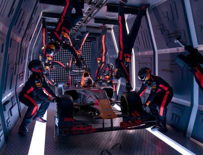 Fotos de Estupendo Pit Stop en Gravedad Cero del Equipo Red Bull Racing