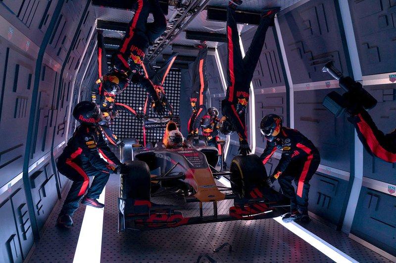 Foto de Estupendo Pit Stop en Gravedad Cero del Equipo Red Bull Racing