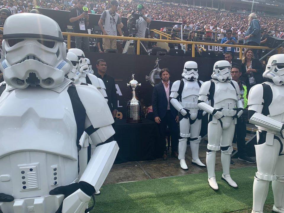Foto de Los Stormtroopers De Star Wars Fueron Parte del Show de La Copa Libertadores 2019.