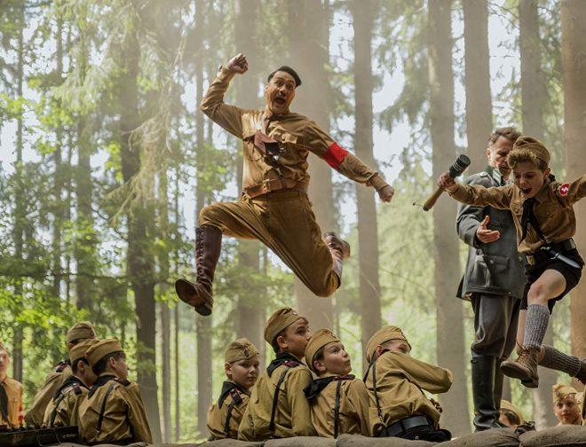 """Fotos de """"JoJo Rabbit"""" datos curiosos de una sátira nazi nominada al Oscar como mejor película"""