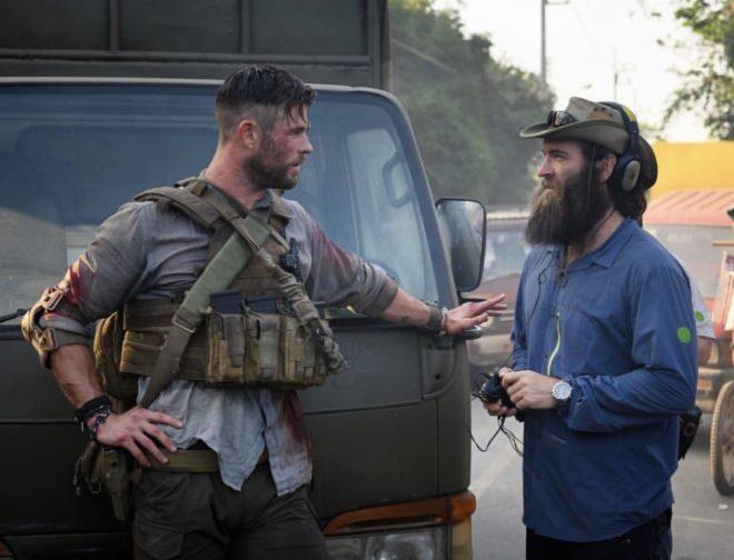 Fotos de Chris Hemsworth Cuenta la Espectacular Escena de Persecución de la Película Misión de Rescate