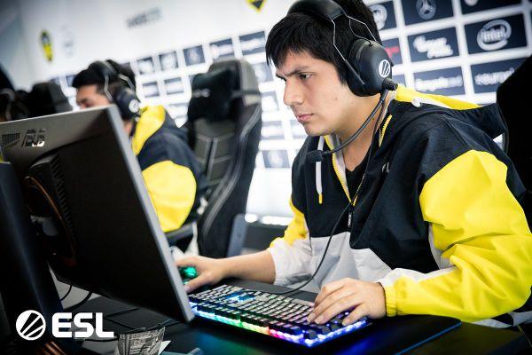 Fotos de Jugador Peruano de Dota 2 entra a la Votaciones para Ganar un Auto Mercedes Benz