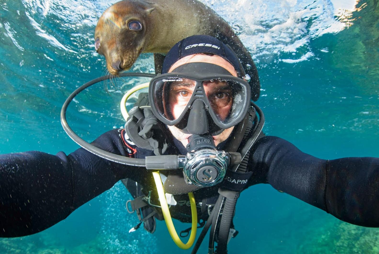 """Fotos de Nuevo Programa Exploradores En Casa con el Biólogo Marino de Nat Geo""""Octavio Aburto"""""""