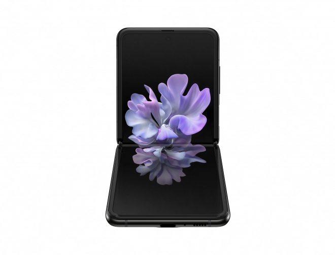 Fotos de El Galaxy Z Flip es el Primer Dispositivo de Pantalla Plegable Disponible en Perú