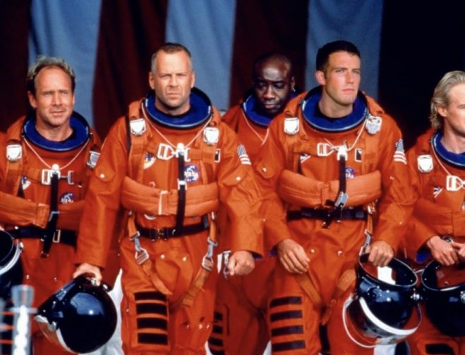 Fotos de Bruce Willis se vuelve a poner el traje de Armageddon para salvar el mundo