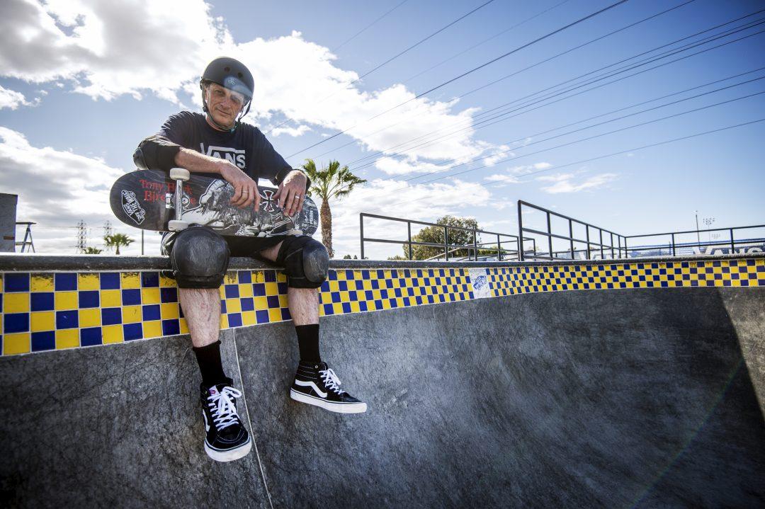 Foto de Steve Caballero, Chad Muska, Elissa Steamer y Andrew Reynolds regraban para Tony Hawk's Pro Skater 1+2
