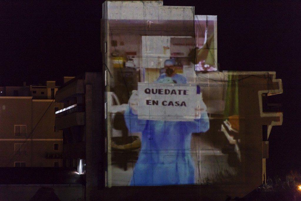 Foto de VJs de Perú y Argentina iluminaron sus ciudades con mensajes de apoyo y llamado a la acción