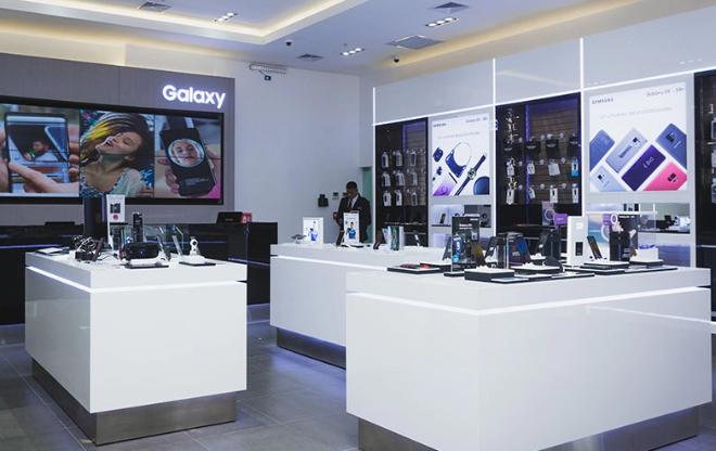 Fotos de Samsung reabre sus tiendas con altos estándares de bioseguridad