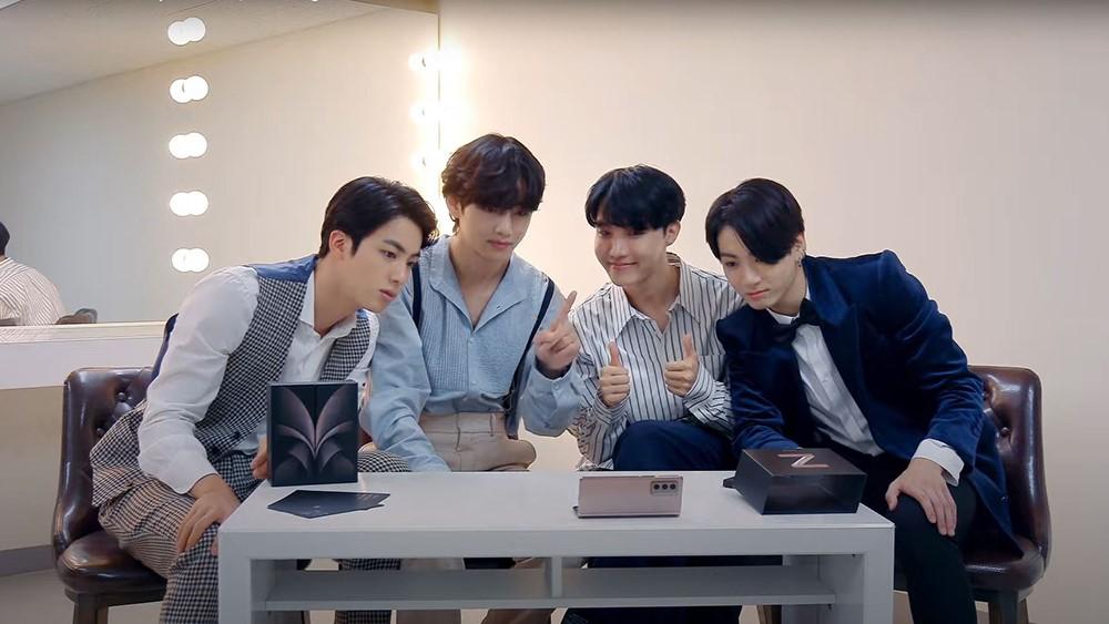 Foto de La Banda de K-Pop BTS, Realiza el Unpacked del Galaxy Z Fold2