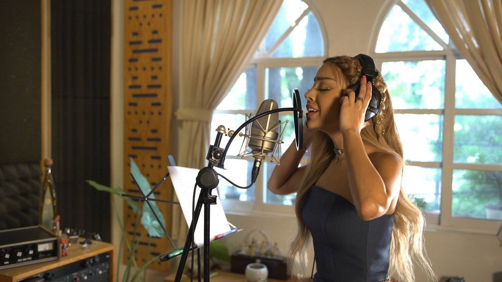 """Foto de La Actriz y Cantante """"Dana Paola"""", Interpretará una de las Canciones de la Película """"Más allá de la Luna"""""""