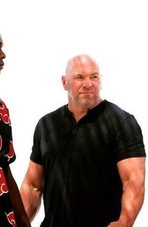 Foto de Israel Adesanya va como miembro de Akatsuki al careo de UFC 253