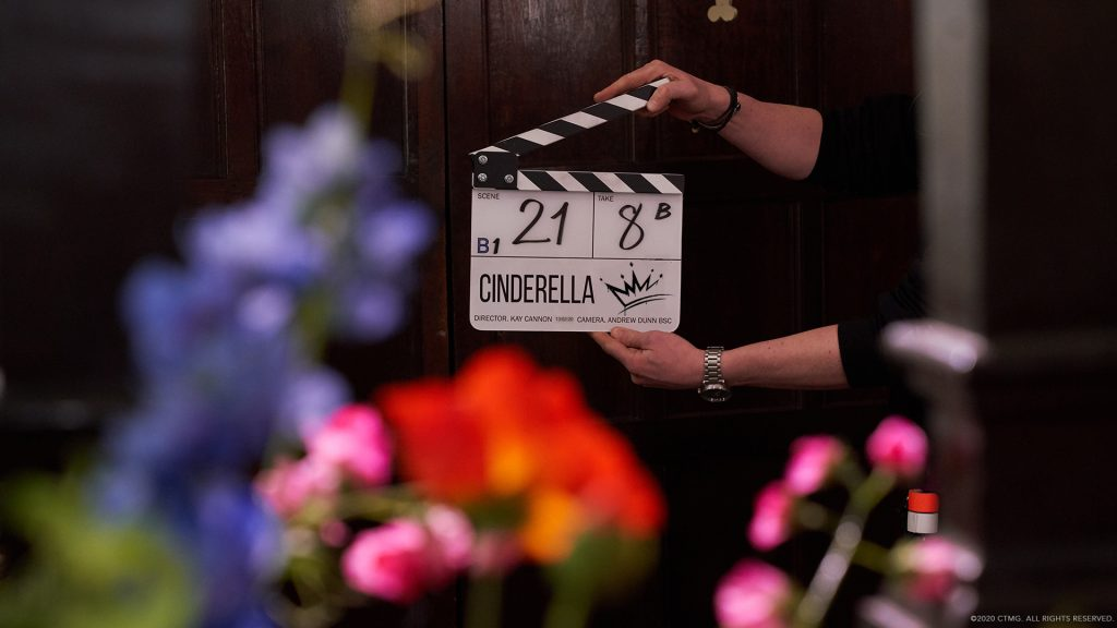 """Foto de Sony Pictures presenta el logo y primera foto oficial de """"Cinderella"""" con Camila Cabello"""