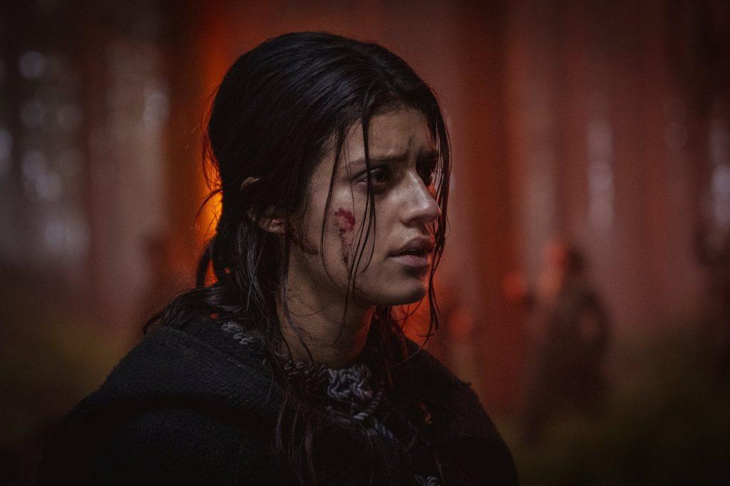Foto de Imágenes de Anya Chalotra, como Yennefer en la segunda temporada de The Witcher