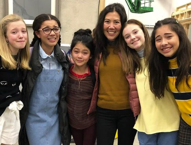 Fotos de Netflix confirma segunda temporada de The Baby-Sitters Club recreando su tema clásico