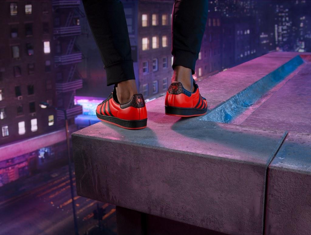 Foto de Adidas lanza las zapatillas Superstar inspiradas en el juego Marvel's Spider-Man: Miles Morales