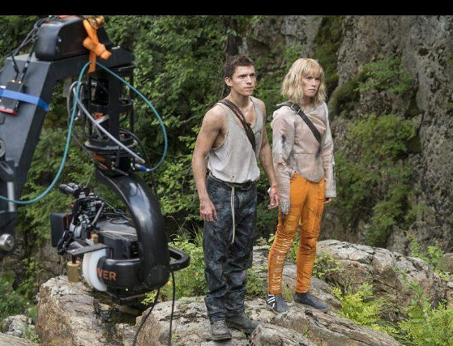 """Fotos de Primer tráiler y afiche de la película, """"Caos: El inicio"""" con Tom Holland y Daisy Ridley"""
