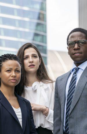 """Foto de Jóvenes talentos detrás del grupo de recién graduados que protagoniza la serie """"Industry"""" de HBO"""