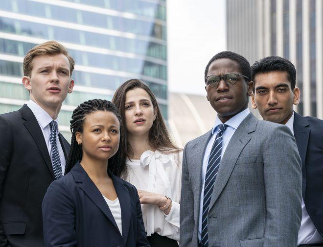 """Fotos de Jóvenes talentos detrás del grupo de recién graduados que protagoniza la serie """"Industry"""" de HBO"""