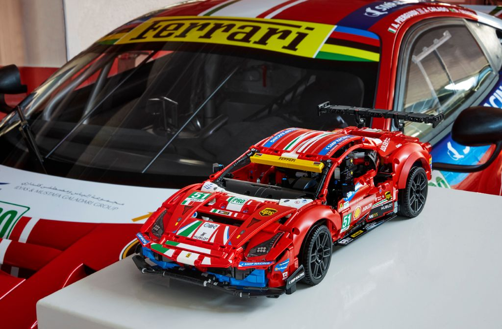 Foto de Revelado el Ferrari 488 GTE de LEGO Technic