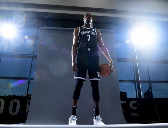 Fotos de Motorola y Brooklyn Nets anuncian una alianza de patrocinio oficial