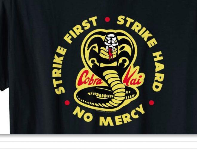 Fotos de Ya se pueden comprar los polos oficiales de la serie Cobra Kai