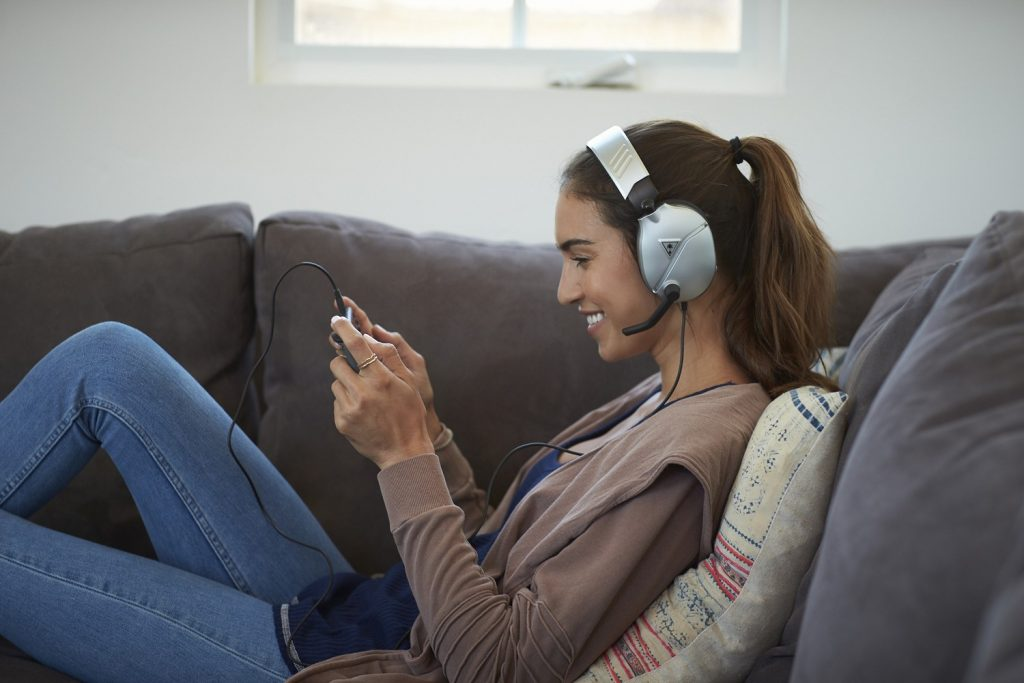 Foto de Ventajas de utilizar unos audífonos gamer para el home office