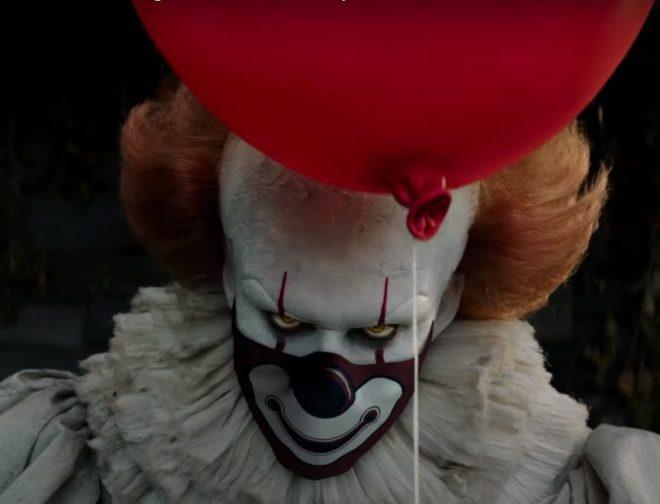 Fotos de Pennywise y otros personajes de las películas de Warner Pictures te dicen que uses mascarilla