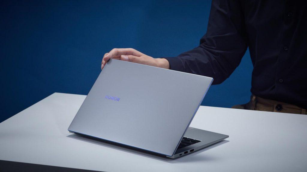 Foto de Honor presenta su nueva y liviana ultrabook, la MagicBook 14 que llega con Windows 10