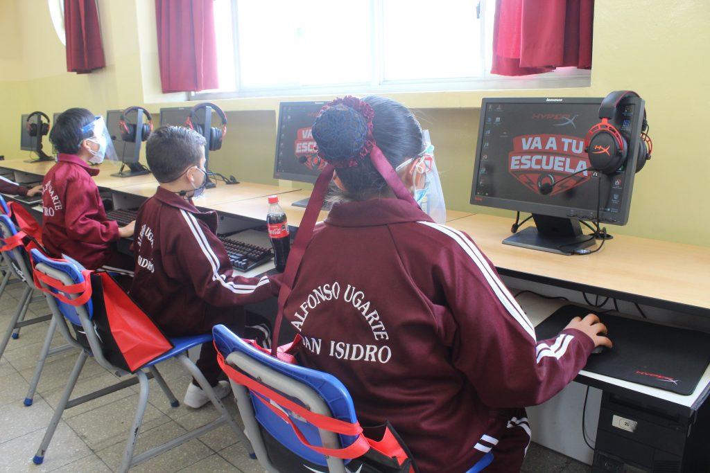 """Foto de """"HyperX va a tu Escuela"""" llega al Perú y equipa la sala de cómputo del emblemático colegio Alfonso Ugarte"""