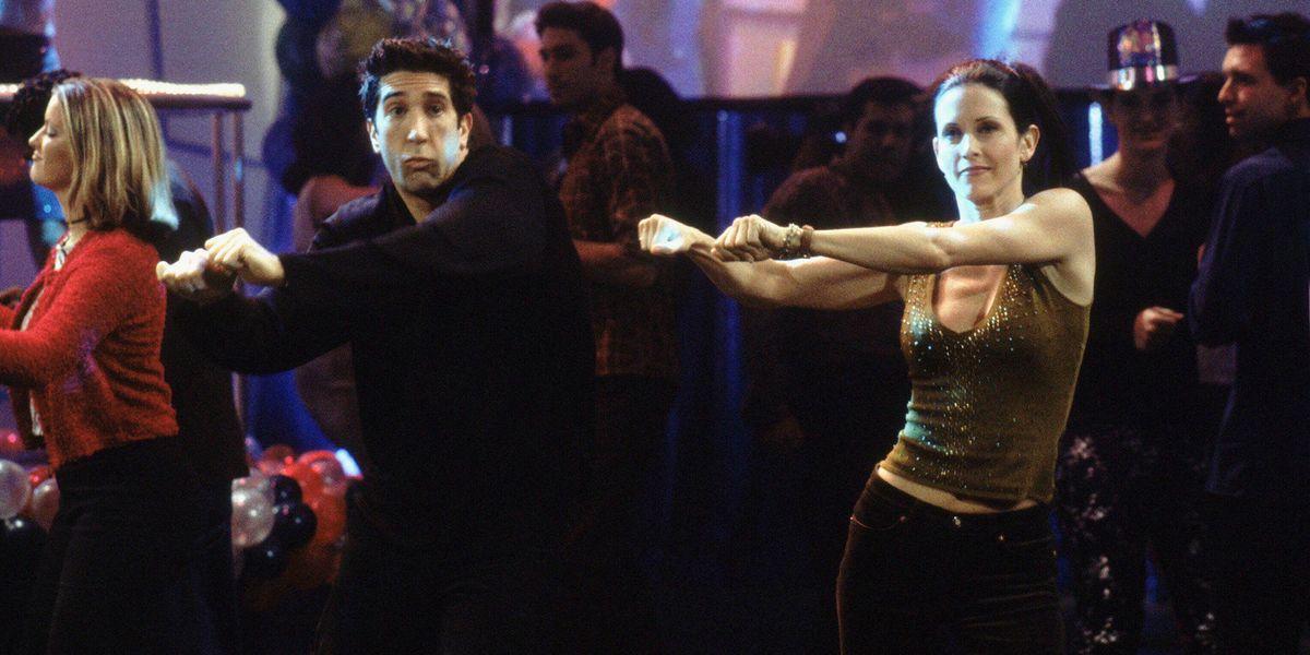 Foto de Ed Sheeran y Courtney Cox recrean el baile de Friends