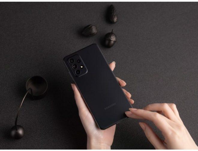 Fotos de 4 funciones que facilitan las clases en línea con el Galaxy A52