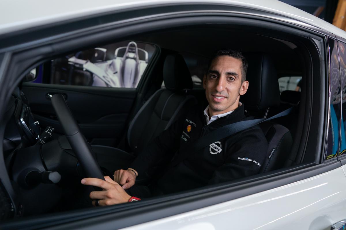 Foto de Sébastien Buemi, ha adoptado la movilidad eléctrica dentro y fuera de la pista con su Nissan LEAF