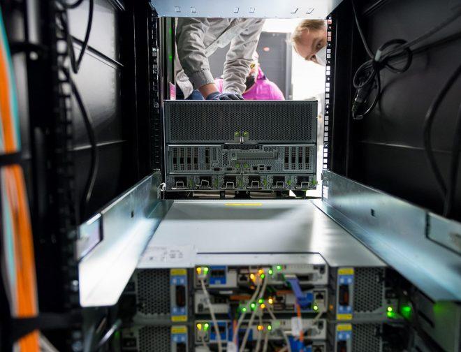 Fotos de Procesadores AMD EPYC son seleccionados por el Laboratorio Nacional Argonne para preparar el futuro de la exaescala