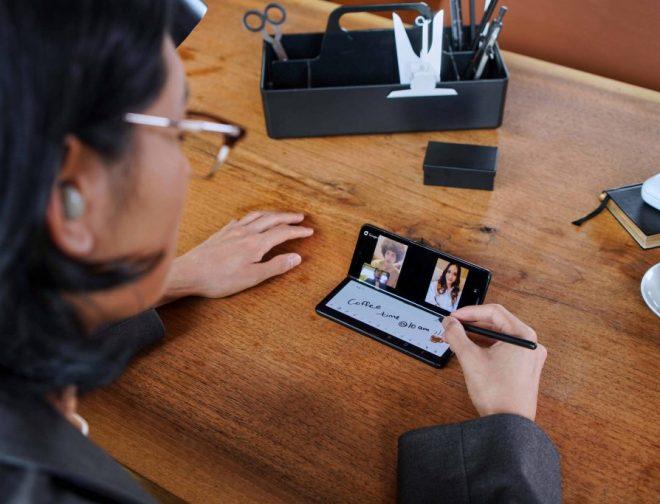 Fotos de Despliega experiencias de entretenimiento y productividad de nivel superior con el nuevos Galaxy Z Fold3 5G