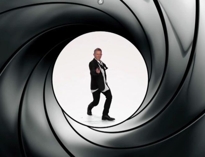 Fotos de Daniel Craig, James Corden, Christopher Lloyd y Geena Davis recrean películas clásicas taquilleras